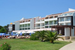 Отель Hotel Otrant And Villas 4*  Отрант хотел